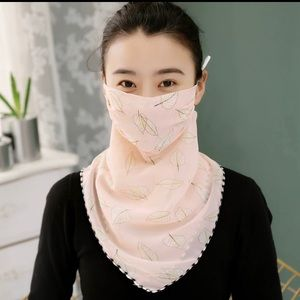 Face mask / floral scarf